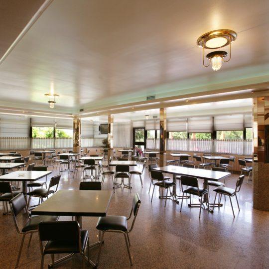 https://www.marivella.com/wp-content/uploads/2016/05/cafeteria-1-540x540.jpg