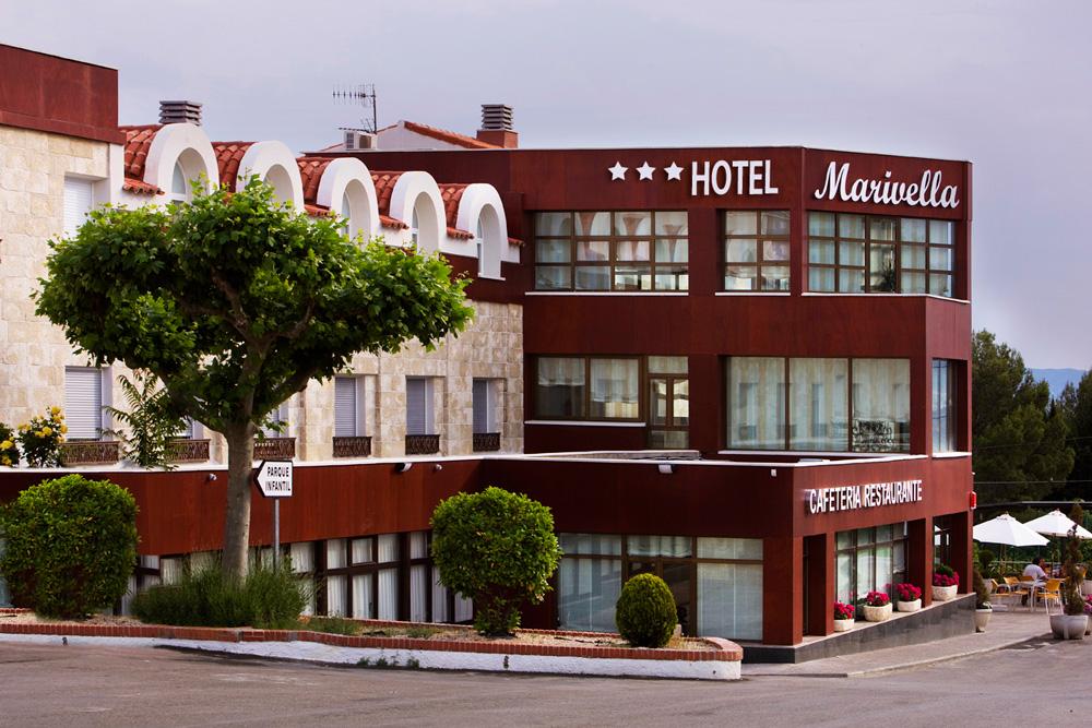 http://www.marivella.com/wp-content/uploads/2016/05/fachada-arbol-tres-estrellas-inicio-2.jpg