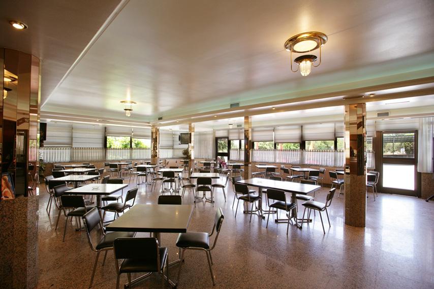 https://www.marivella.com/wp-content/uploads/2016/12/cafeteria-salones.jpg
