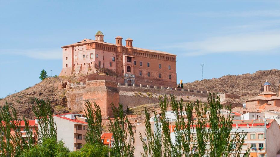 http://www.marivella.com/wp-content/uploads/2016/12/palacio-de-los-luna-1-1.jpg