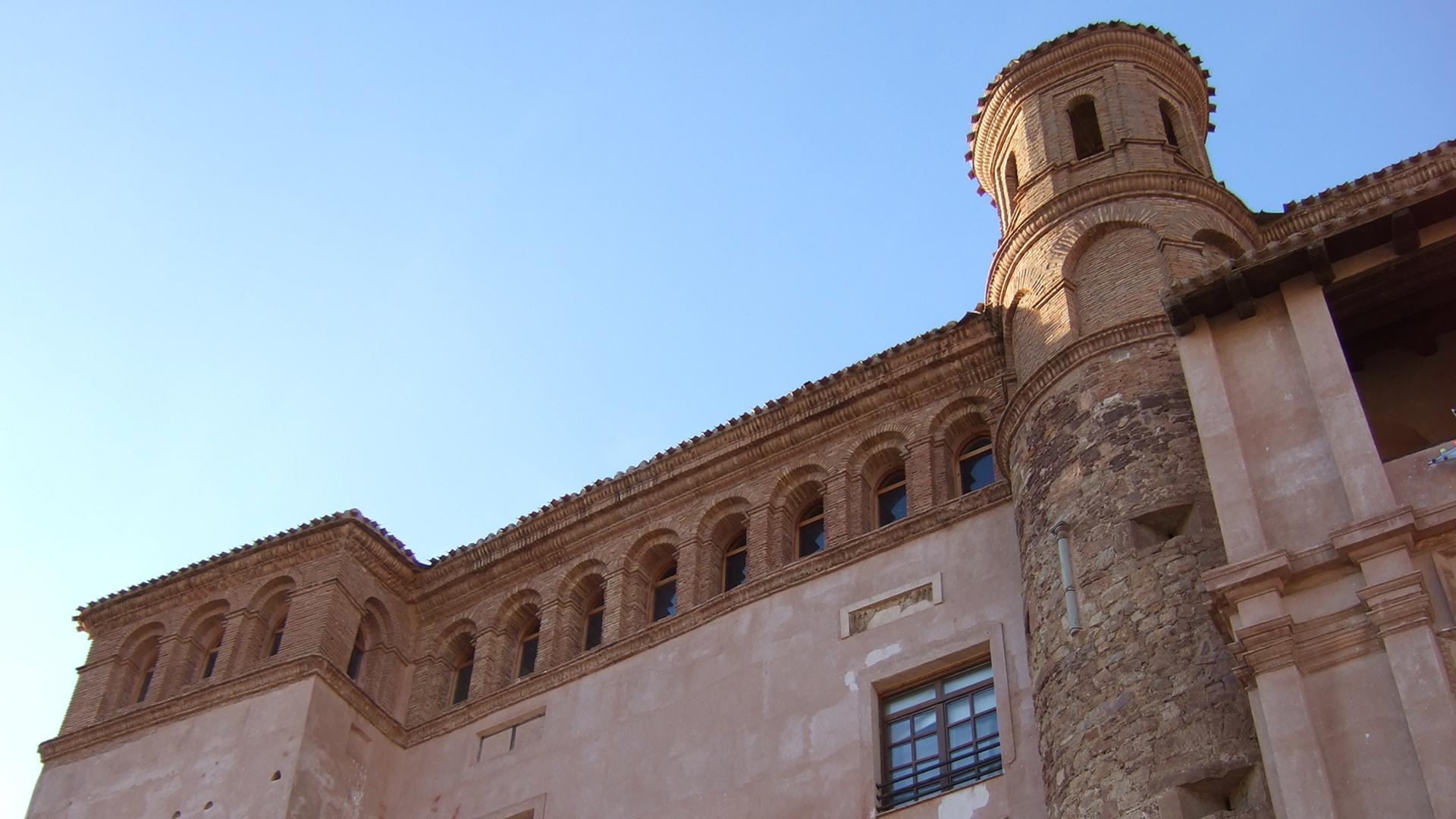 http://www.marivella.com/wp-content/uploads/2016/12/palacio-de-los-luna-2.jpg