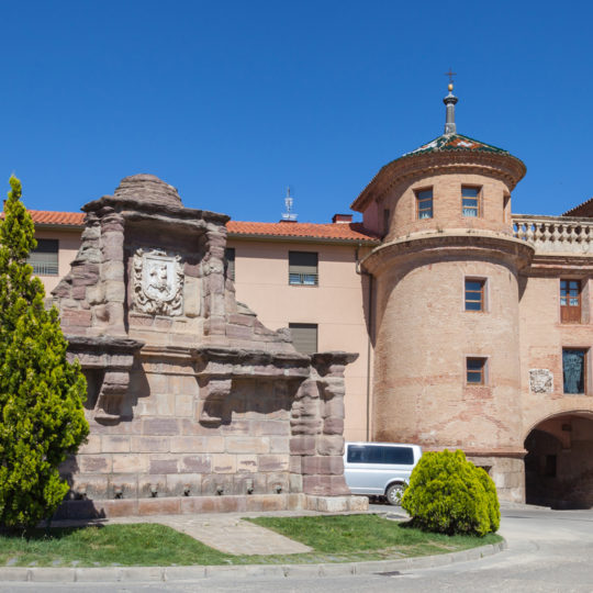 http://www.marivella.com/wp-content/uploads/2016/12/puerta-de-terrer-540x540.jpg